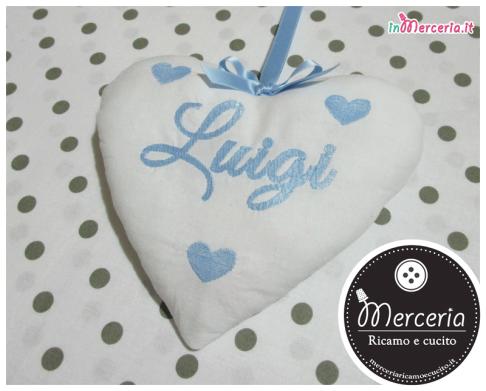 """Fiocco nascita luna celeste """"Eccomi"""" con cicogna e cuore pendente per Luigi"""