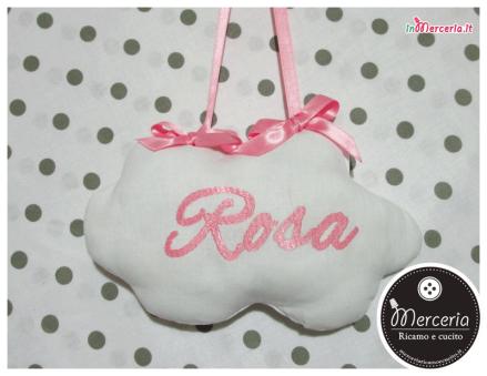 """Fiocco nascita luna rosa """"Eccomi"""" con cicogna e nuvola pendente per """"Rosa"""""""