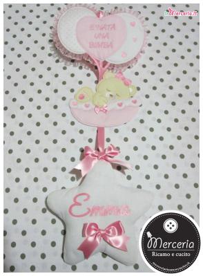 """Fiocco nascita rosa con palloncini """"È nata una bimba"""" e cestino con orsetto per Emma"""