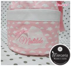 Sacco beauty rosa con nuvole, clip portaciuccio e camicina della fortuna per Matilde