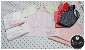 Set per asilo - Asciugamani con cuori, sacchetto coniglio, bavaglini mangia pappa e lenzuolini per Maria Francesca