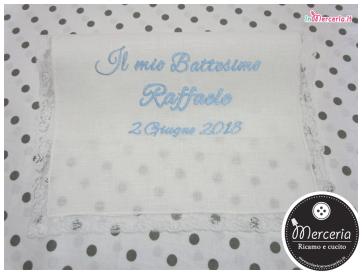 Asciugamano in lino con valenciennes per il battesimo di Raffaele