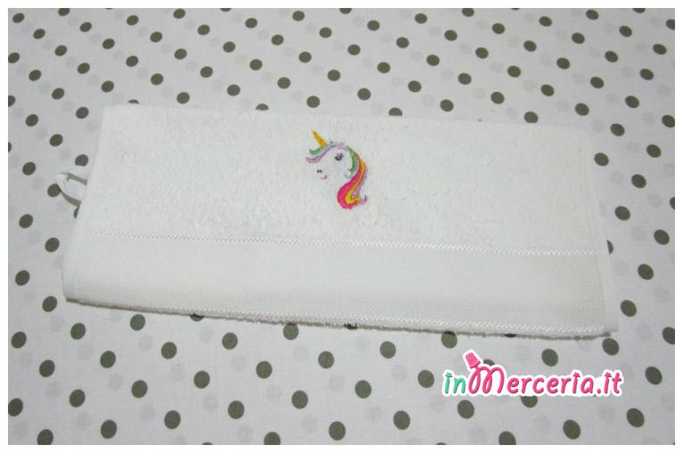 Set asilo – Asciugamano e bavaglia con unicorno