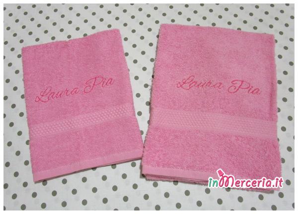 Coppia asciugamani in spugna rosa per Laura Pia