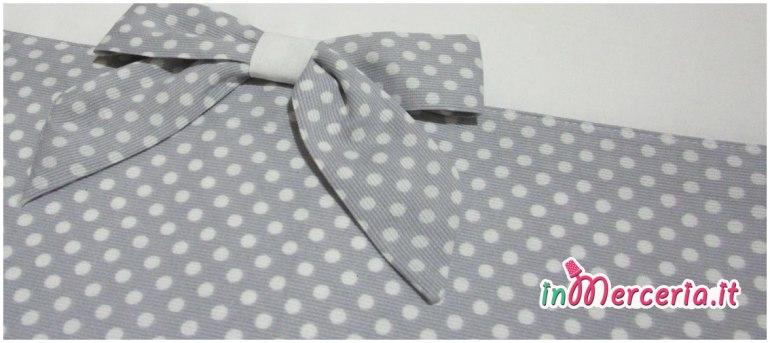 Set lenzuolino neonato con pois e fiocco