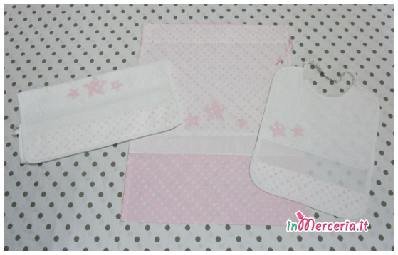 Set asilo cuori con stelle rosa – Sacchetto, asciugamano e bavetta