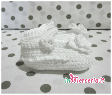 Scarpette neonato in lana bianca con fiore