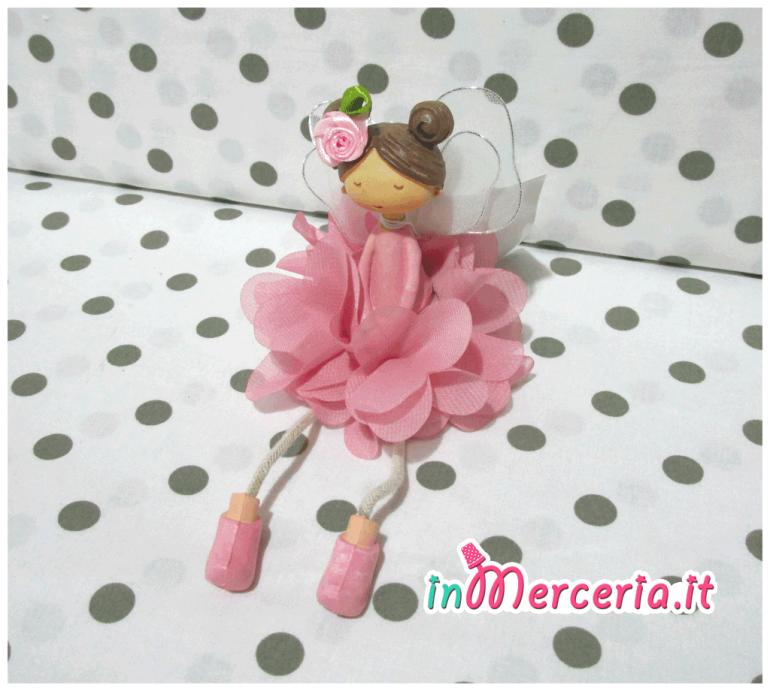 Bambolina seduta rosa