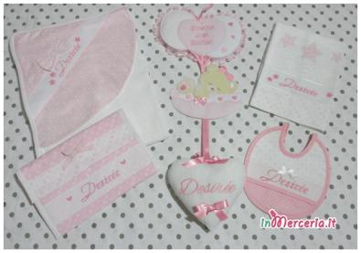 Set nascita - Accappatoio, fiocco nascita con palloncini, bustina portaoggetti, asciugamano e bavaglia per Desirée