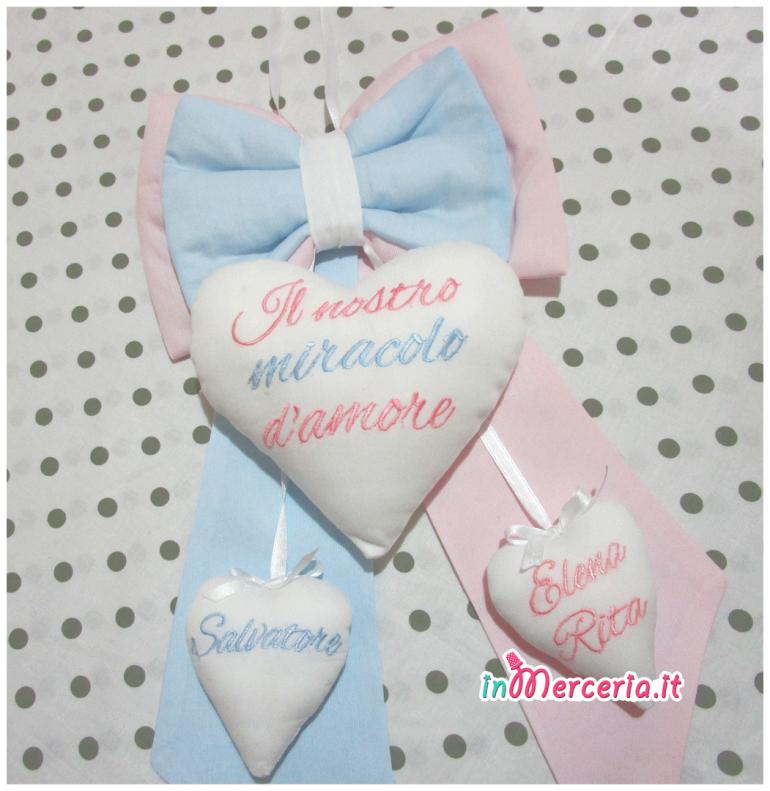 Fiocco nascita per gemelli bicolore con cuori pendenti per Salvatore e Elena Rita