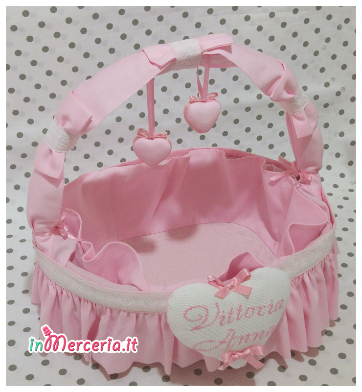 Cestino nascita rosa con cuori per Vittoria Anna