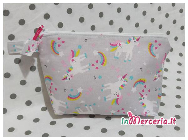 Pochette portaoggetti con unicorni