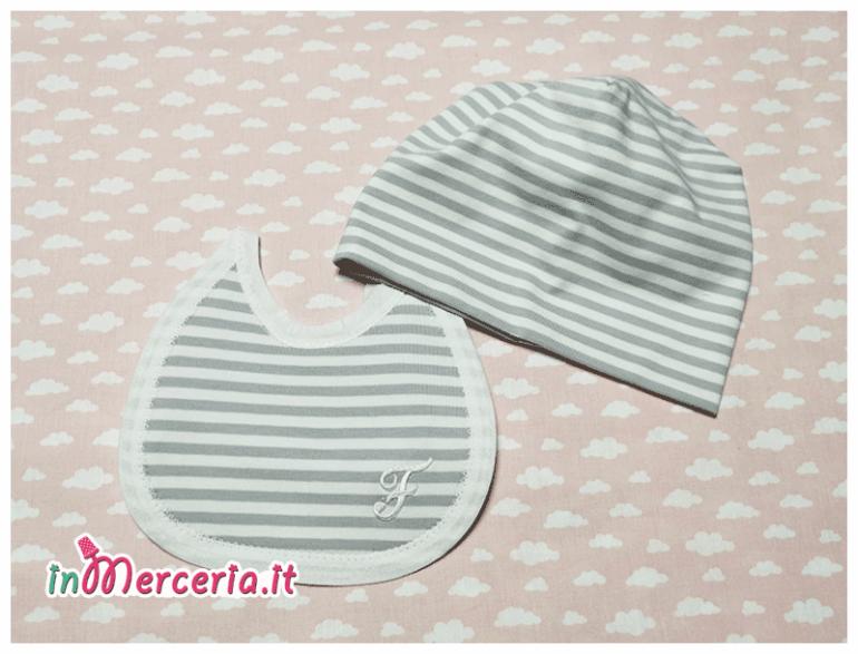 Bavetta e cappello neonato rigato con iniziale