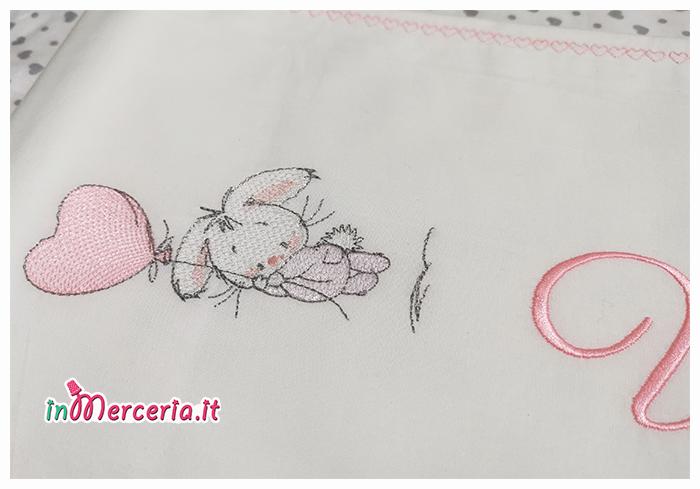 Set lenzuolino culla con coniglio e palloncini per Vittoria